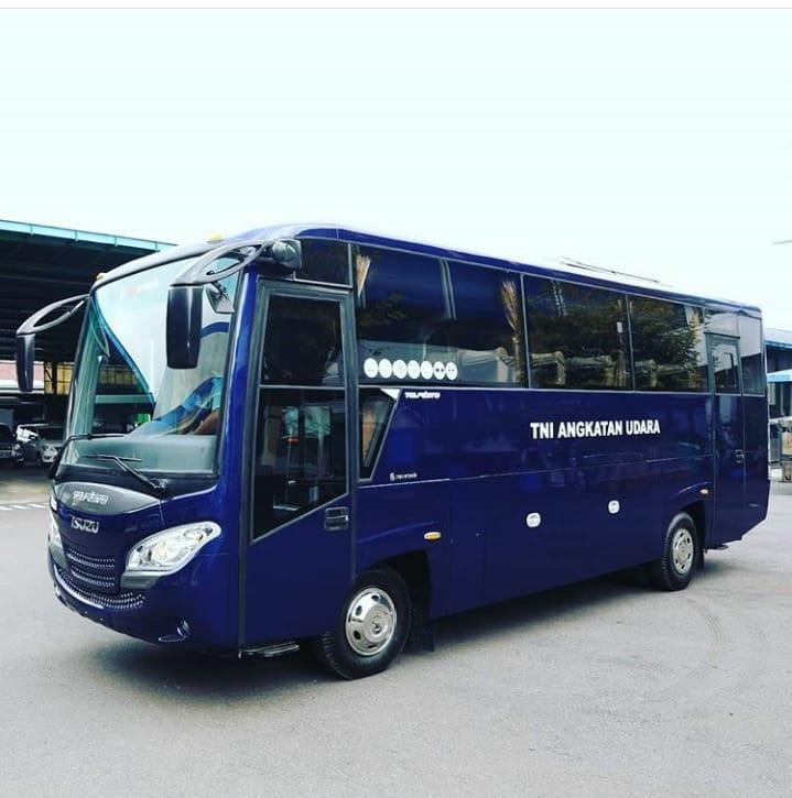 isuzu elf nqr 71 medium bus karoseri new armada